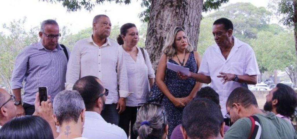 DIRETOR DE ESCOLA QUE COMPROVAR HORÁRIO COMPATÍVEL FICARÁ NO CARGO
