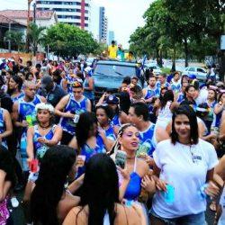 ILHÉUS: AVENIDA RECEBE FOLIÕES E CARNAVAL ESPONTÂNEO ANIMA O CENTRO