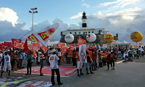 PROTESTOS CONTRA REFORMA TRABALHISTA E PRISÃO DE LULA PAUTAM 1.º DE MAIO EM SALVADOR
