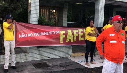 CUT FECHA O POLO DE CAMAÇARI CONTRA ENCERRAMENTO DA FAFEN