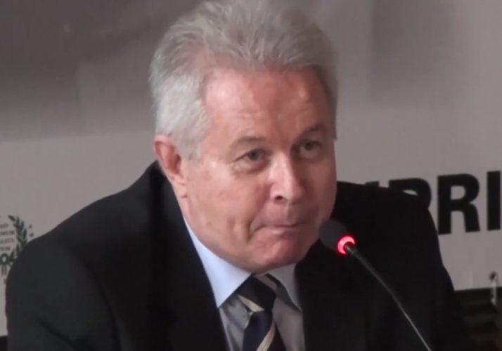 """""""Entendemos que alguns ativos do banco não guardam sinergia com suas atividades principais e, nestes casos, realmente consideraremos os desinvestimentos""""                                                                                                                                                                                                                                                                                                                                              __________________________ Presidente do Banco do Brasil, Rubens Novaes"""