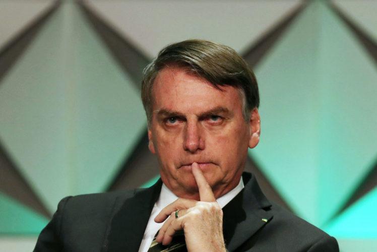 """""""Vou reunir-me com o [ministro da Economia] Paulo Guedes agora à tarde, acho que tem algo para ajudar as pessoas. A inflação de dezembro foi atípica, né? Por causa do preço da carne"""", ________________________________ Jair Bolsonaro presidente do Brasil"""