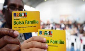BENEFICIÁRIOS DO BOLSA FAMÍLIA RECEBEM PAGAMENTO DE JANEIRO