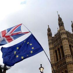 DEPUTADOS BRITÂNICOS APROVAM SAÍDA DA UNIÃO EUROPEIA