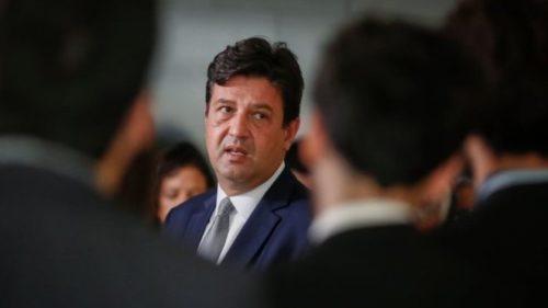 MINISTRO TRANQUILIZA POPULAÇÃO APÓS PRIMEIRO CASO DE CORONAVIRUS NO BRASIL
