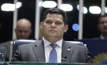 ALCOLUMBRE PROMETE RELATÓRIO DE AJUDA EMERGENCIAL NA QUINTA-FEIRA