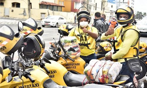 PREFEITURA INICIA ENTREGA DE CESTAS BÁSICAS A MOTOTAXISTAS  DE SALVADOR