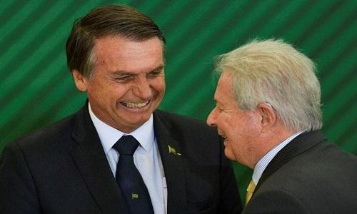 NOVAES APRESENTA RENÚNCIA NO BANCO DO BRASIL