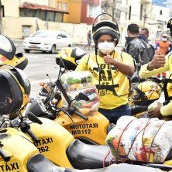 MOTOTAXISTAS DE SALVADOR COMEÇAM A RECEBER CESTAS BÁSICAS