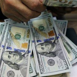 DÓLAR CAI 2,2% COM CORREÇÃO GLOBAL E FECHA A R$ 5,63
