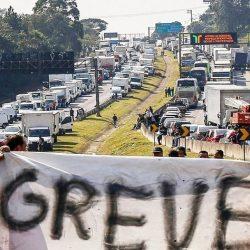 CAMINHONEIROS  AMEAÇAM GREVE APÓS NOVA ALTA DO DIESEL