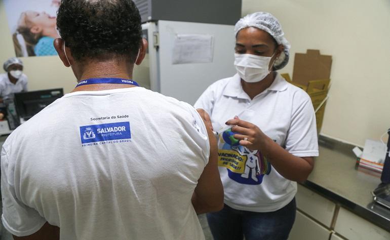 GOVERNADORES ESTÃO RECEOSOS COM SEGUNDA DOSE DA CORONAVAC EM ABRIL, DIZ COLUNA