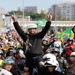 SEM MÁSCARA, BOLSONARO CAUSA AGLOMERAÇÃO COM EVENTO DE MOTOCICLETAS EM SÃO PAULO