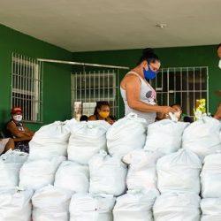 LAURO DE FREITAS DISTRIBUI CESTAS BÁSICAS NESTA QUINTA (22) PARA AMBULANTES