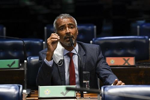 ROMÁRIO FAZ CIRURGIA ÀS PRESSAS NO RIO DE JANEIRO