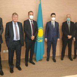 RUI COSTA SE REÚNE COM MINISTROS E AGÊNCIA DE INVESTIMENTOS NO CAZAQUISTÃO